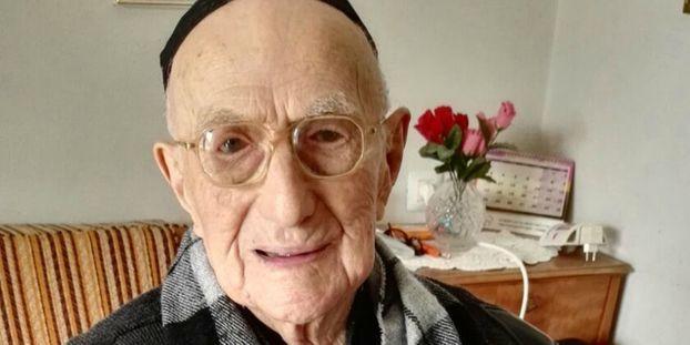 L Homme Le Plus Vieux Du Monde Est Un Survivant D Auschwitz