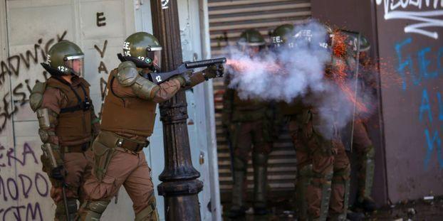 """Chili : le pays est """"en guerre"""", selon le président"""