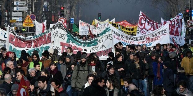 Selon la CGT, plus de 350.000 personnes ont défilé à Paris vendredi 24 janvier.