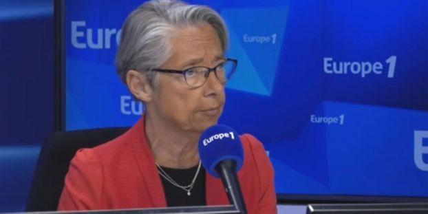 """""""Il n'y a aucune raison"""" que les prix à la pompe augmentent, affirme Elisabeth Borne"""