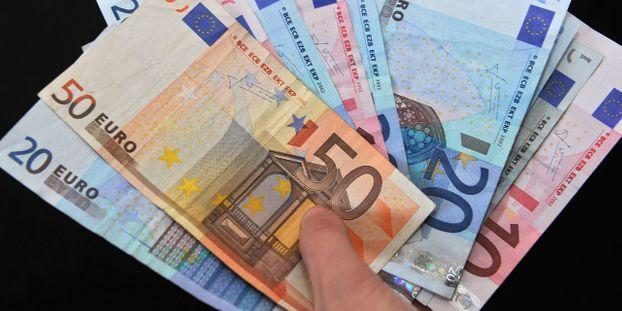 Le premier jour de son procès, l'ex-ministre du Budget Jérôme Cahuzac a indiqué que le premier compte ouvert en Suisse a servi au financement des activités politiques de Michel Rocard.