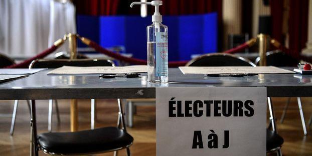 Municipales Les Bureaux De Vote Ont Ouvert Dans Une France Confinee