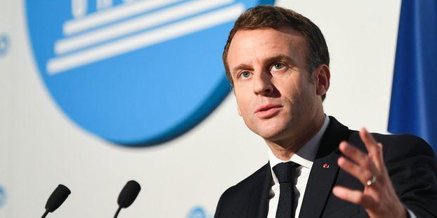 """Pornographie sur internet : Emmanuel Macron donne six mois aux opérateurs """"pour mettre le contrôle parental..."""