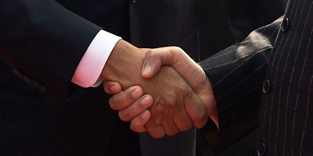 Poignée de main universelles