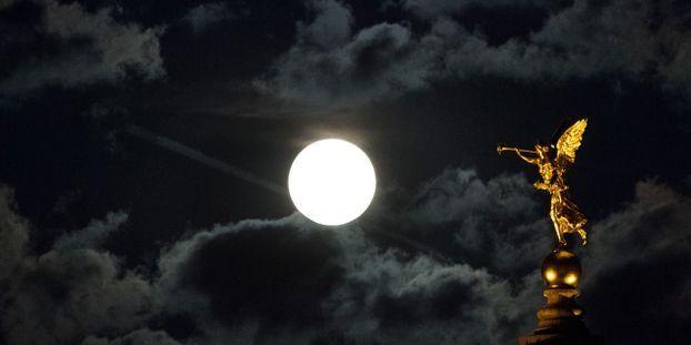 Solstice Dhiver Pluie Détoiles Filantes Et Pleine Lune