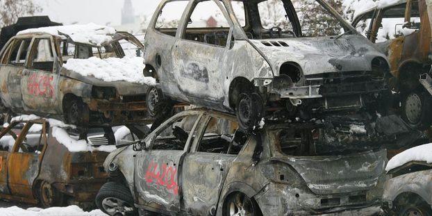 950 voitures brûlées au nouvel an
