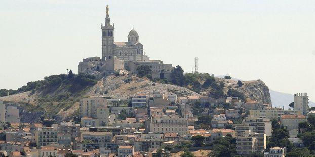 À Marseille, des bénévoles se mobilisent pour nettoyer un quartier qui croule sous les déchets