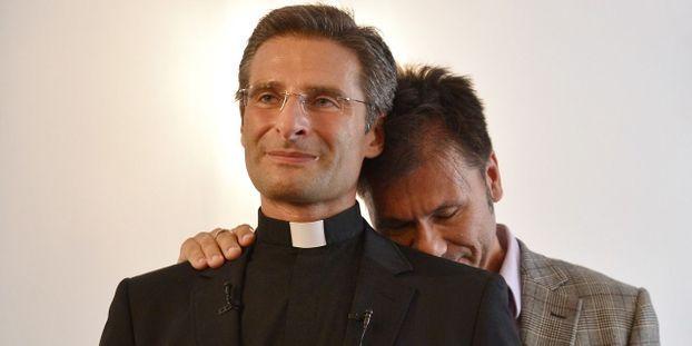 Ils sont prêtres ou imams et témoignent de leur homosexualité