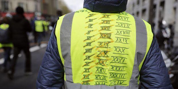 """Des centaines de """"gilets jaunes"""" pour le 49e acte dédié aux pompiers"""