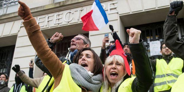 Convergence des luttes. Appel au 5 mai. La Fête à Macron !  - Page 3 Gilets-jaunes-les-femmes-appelees-a-descendre-dans-la-rue-dimanche-matin-pour-que-que-les-choses-changent