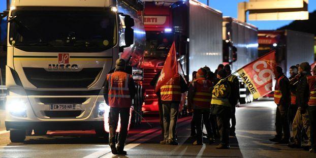 """""""Il faut arrêter de nous taper dessus"""" : pourquoi les routiers font-ils grève lundi ?"""