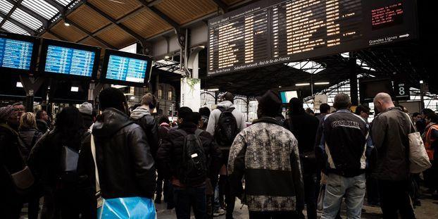 Grève : la SNCF et la RATP annoncent un trafic fortement perturbé pour mardi