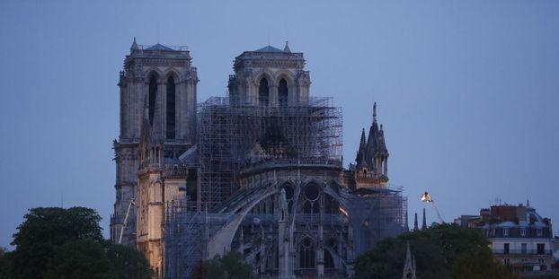 Incendie à Notre Dame De Paris Le Pape Est Proche De La