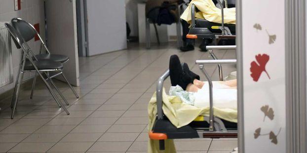 """La crise de l'hôpital vue par les patients longue duré : """"On a l'impression d'être un numéro"""""""