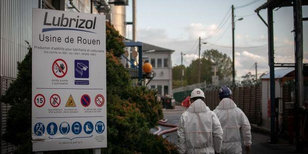 Lubrizol à Rouen : l'enquête sur le terrain pour identifier l'origine de l'incendie a commencé