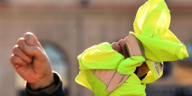 """foto de Metz : écologistes et """"gilets jaunes"""" marchent pour le"""