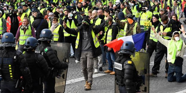 "Quelques milliers de ""gilets jaunes"" manifestent à Paris, 59 interpellations"