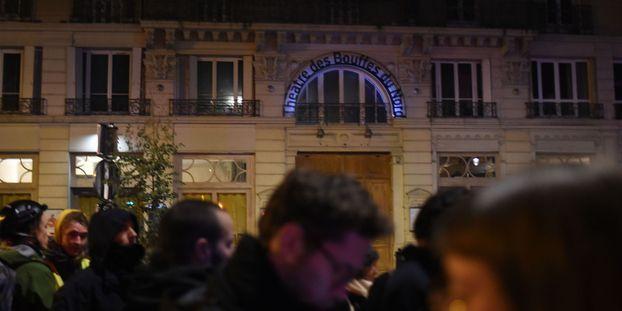Sortie perturbée de Macron au théâtre : le journaliste Taha Bouhafs en garde à vue