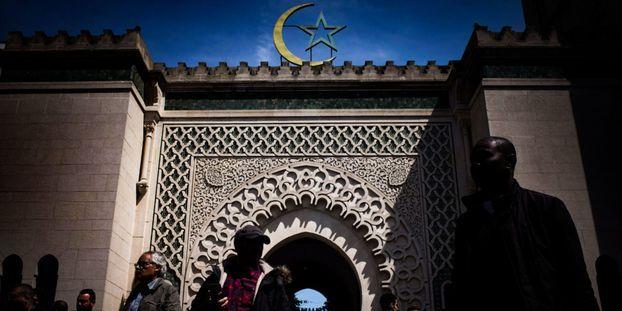 Le recteur de la grande Mosquée de Paris a annoncé lundi se retirer du projet de Conseil national des imams (CNI), voulu par l'Elysée.