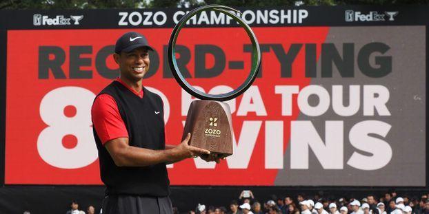 """""""C'est juste dingue"""" : Tiger Woods remporte son 82ème titre PGA, égalant un record vieux de 54 ans"""