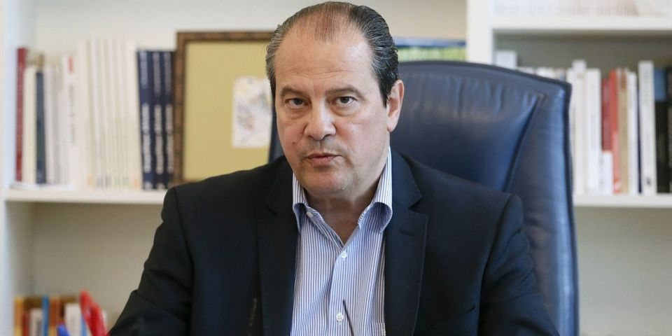 """Accusé de mettre sur le même plan Israël et Daech, Jean-Christophe Cambadélis reconnaît un """"mauvais tweet"""" mais refuse la polémique"""