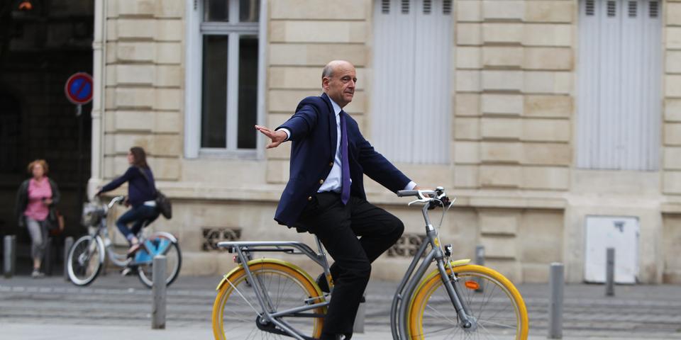 Alain Juppé annonce sa candidature à la primaire UMP en vue de la présidentielle de 2017