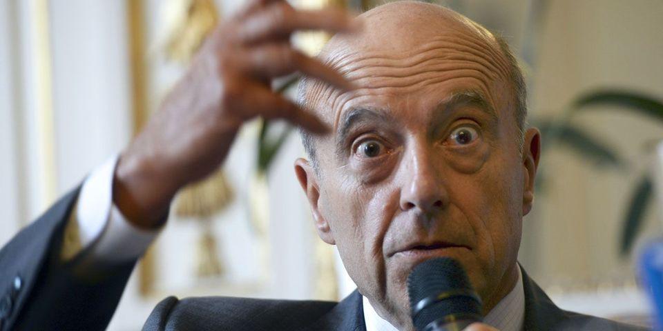 Comment Alain Juppé s'en sort alors qu'on tente de lui faire dire du bien de François Hollande