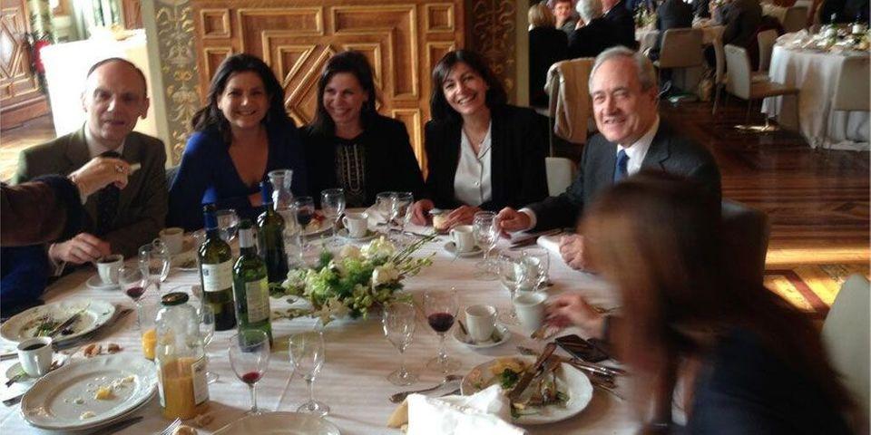 Anne Hidalgo, tout sourire, entourée des dissidents de Nathalie Kosciusko-Morizet