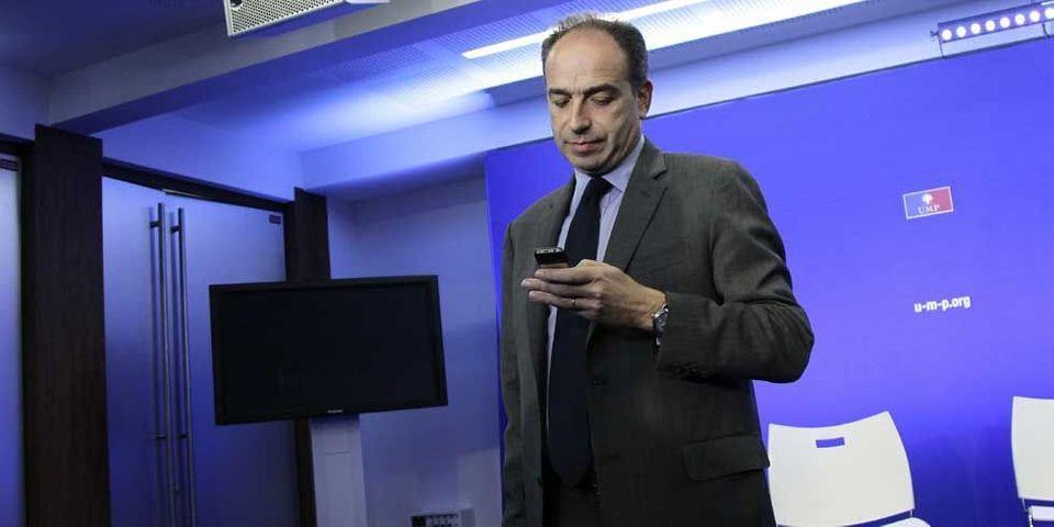 Après les SMS d'anniversaire, Copé s'inquiète aussi par texto des militants UMP sous la neige