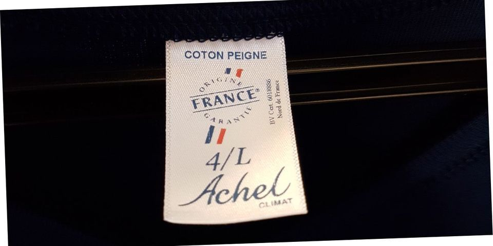 Assises de Marine Le Pen : désormais, le FN vend des t-shirts fabriqués en France
