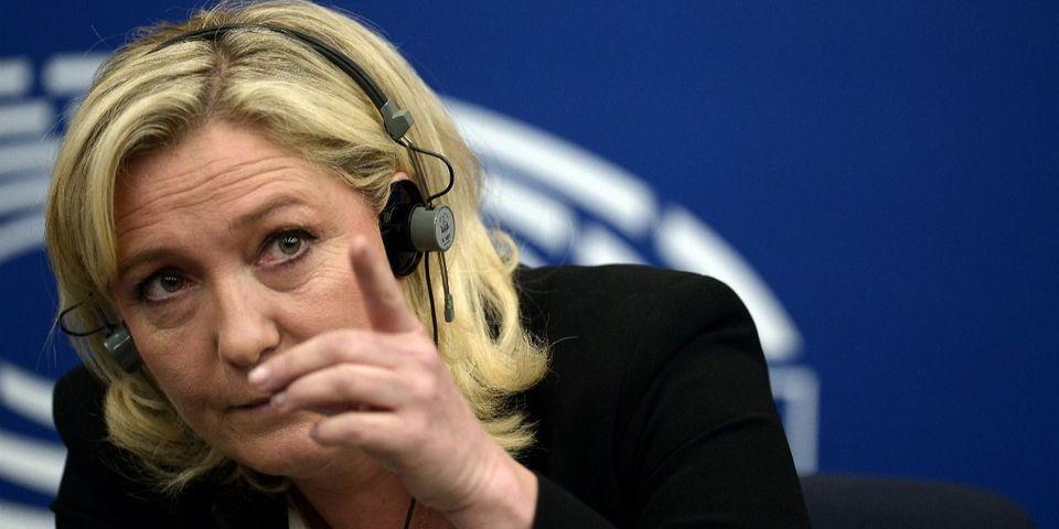 """Avec la """"crise migratoire"""", Marine Le Pen craint """"le début de la fin du droit des femmes"""""""