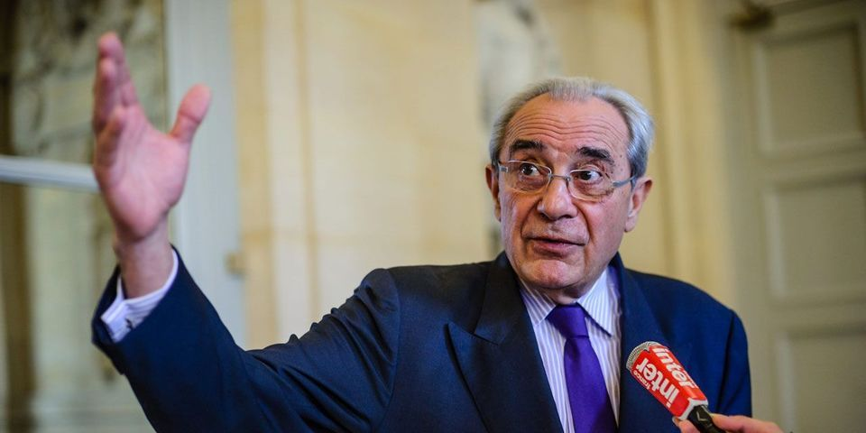 Bernard Debré interroge Jean-Marc Ayrault sur le coût du cabinet de sa femme Brigitte
