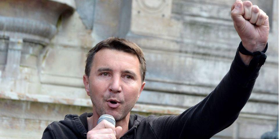 """Olivier Besancenot """"regrette la provocation"""" d'Alain Finkielkraut à Nuit Debout"""