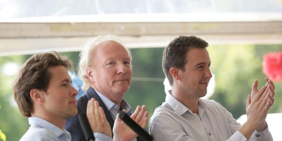 Brice Hortefeux remercie Boule et Bill pour l'organisation de la fête de la Violette