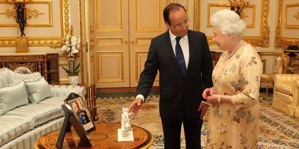 Ce petit cadeau de François Hollande à la reine d'Angleterre Elizabeth II