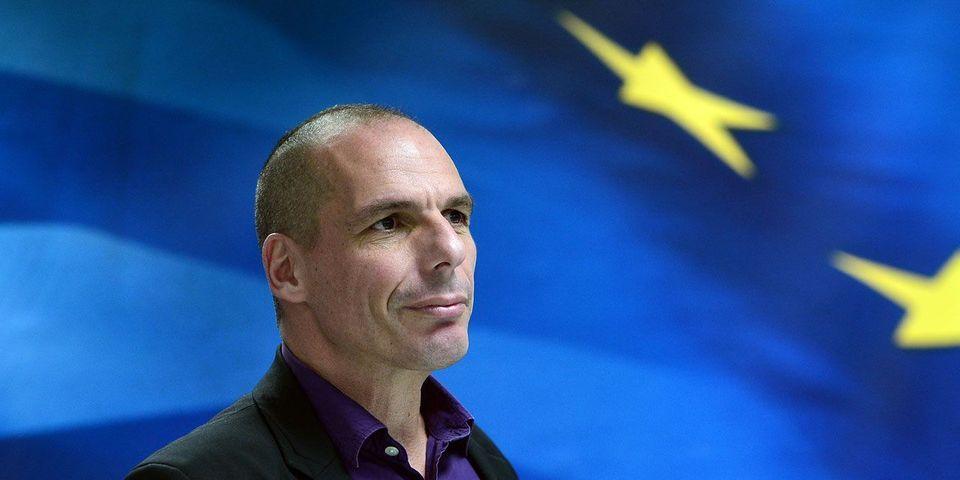 """Cécile Duflot salue """"la classe"""" de Yanis Varoufakis, ministre grec des Finances qui a décidé de démissionner"""