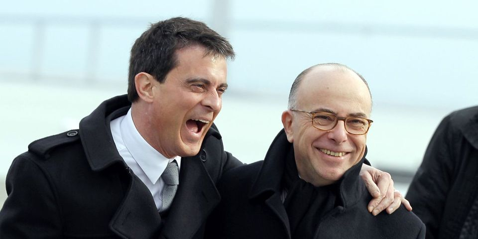 Comment Bernard Cazeneuve montre sans trop le dire qu'il soutient Manuel Valls pour la primaire
