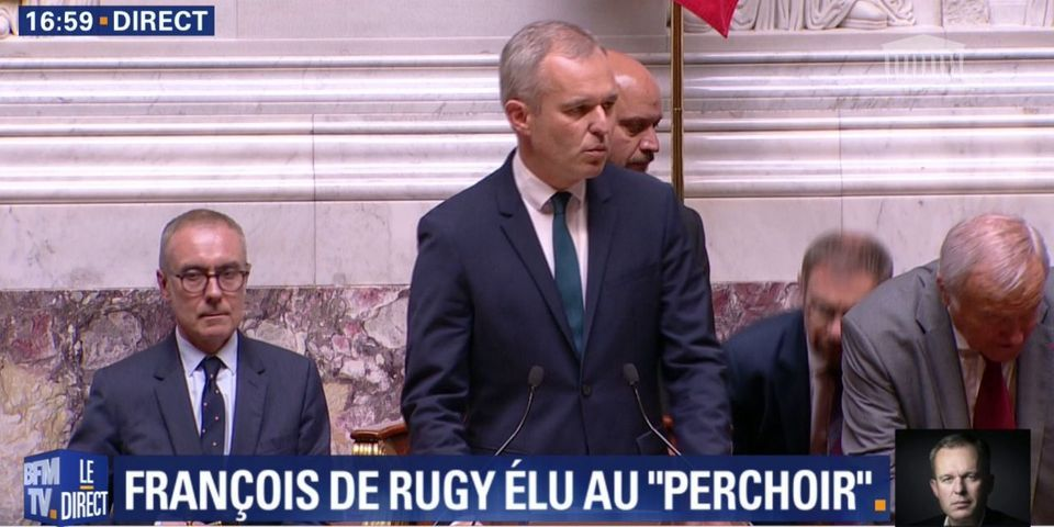 Dès sa prise de fonction, Rugy envoie un message à Mélenchon au sujet du drapeau européen à l'Assemblée