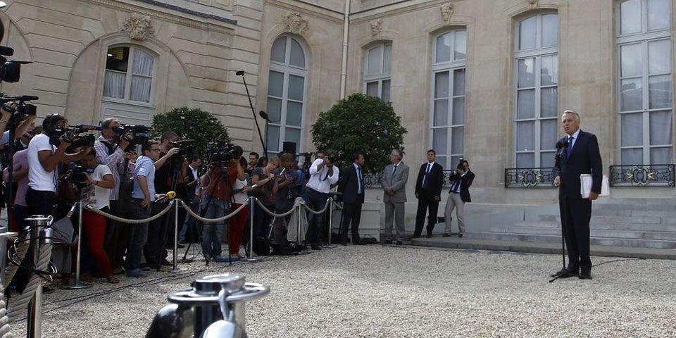 """Des socialistes à Ayrault : """"Il doit apprendre à être Premier ministre"""""""