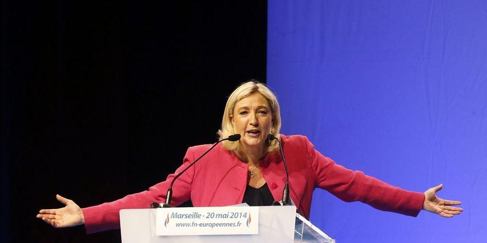 """Djihad : Marine Le Pen propose de """"mettre nos dirigeants devant les tribunaux"""""""