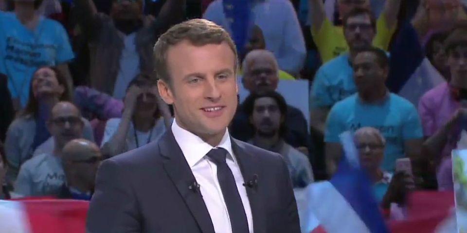 """Emmanuel Macron tente de réhabiliter son tic de langage """"en même temps"""""""