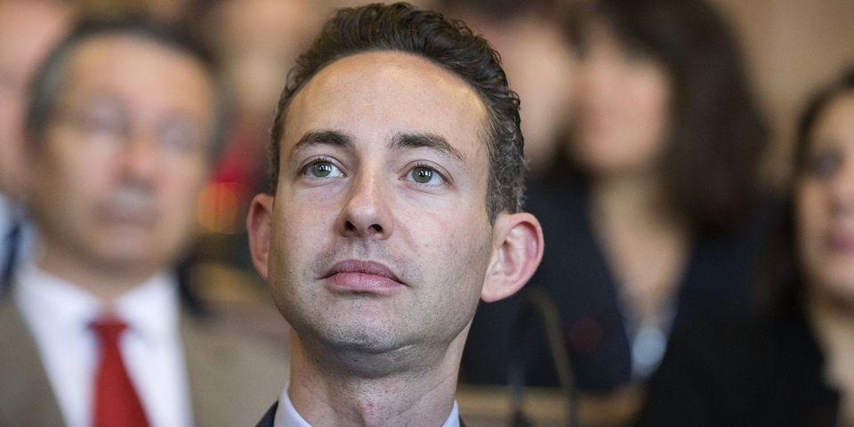 """""""Épidémie de connards moyenâgeux"""" : Ian Brossat dénonce les maires LR qui interdisent les affiches de prévention pour les gays"""