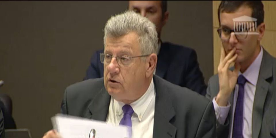 """Et là, Christian Eckert conclut son intervention à la commission des finances d'un """"Amen"""""""