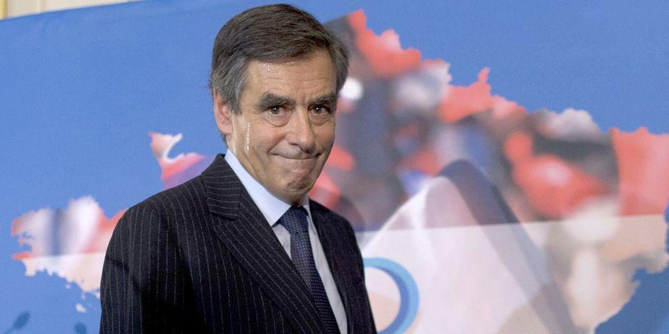 """Fillon : """"Hollande n'a qu'à venir incognito, en scooter, voter à la primaire pour choisir son rival"""""""