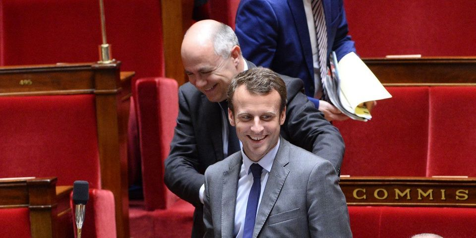 """Fonction publique : Bruno Le Roux conseille à Emmanuel Macron de """"ne pas réfléchir à voix haute quand il y a des journalistes"""""""