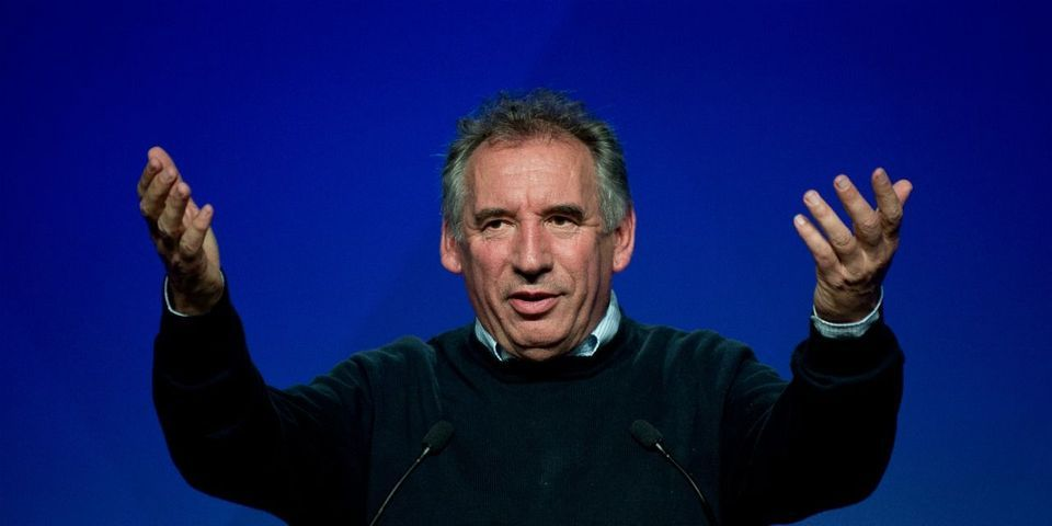 "François Bayrou compare les meetings à un ""contact amoureux"""