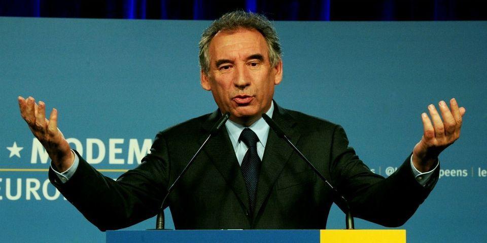 """Bayrou voit """"un nouveau titre de gloire"""" dans le fait """"d'être élevé au rang d'obsession de Sarkozy"""""""