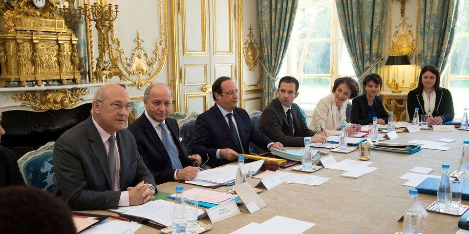 François Hollande interdit les téléphones portables en conseil des ministres
