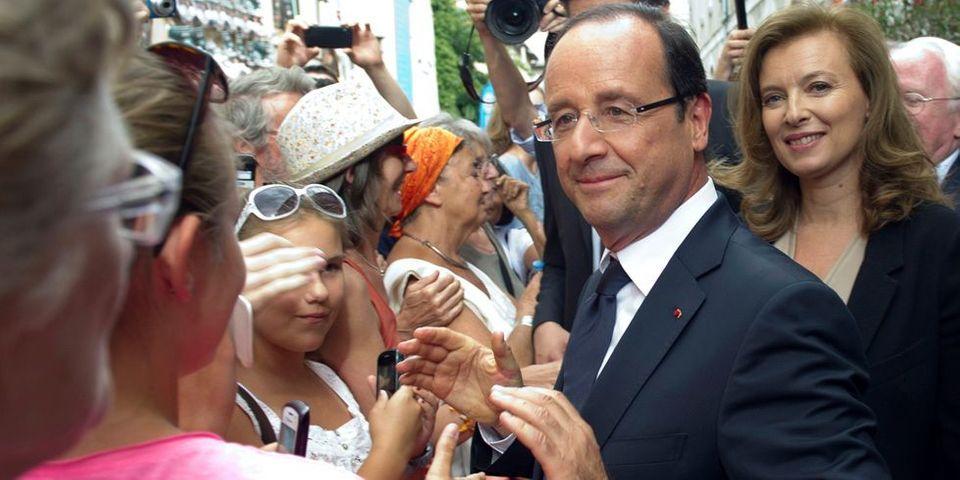 """François Hollande retrouve """"enfin"""" les bains de foule"""