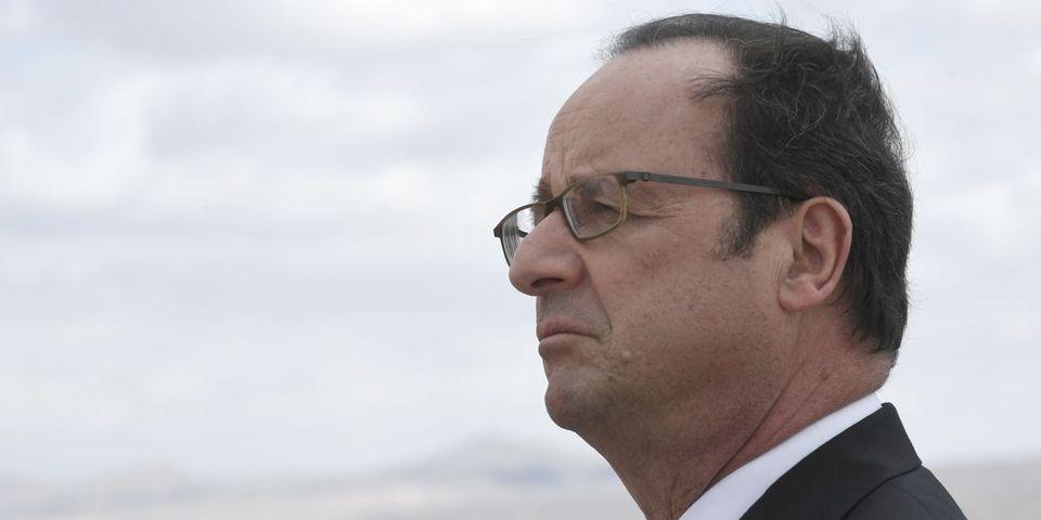 """François Hollande s'agace d'être """"seul à faire campagne contre Le Pen"""""""